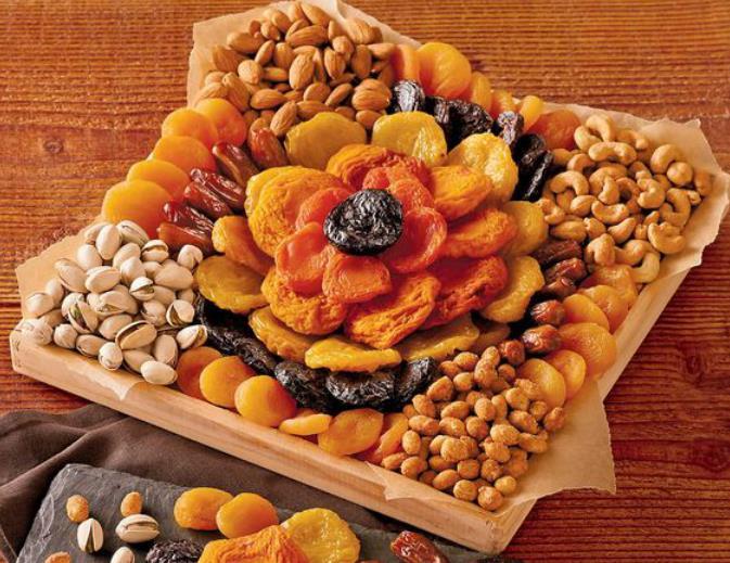 Square platter arrangement with flower, corners and Parallel arrangement