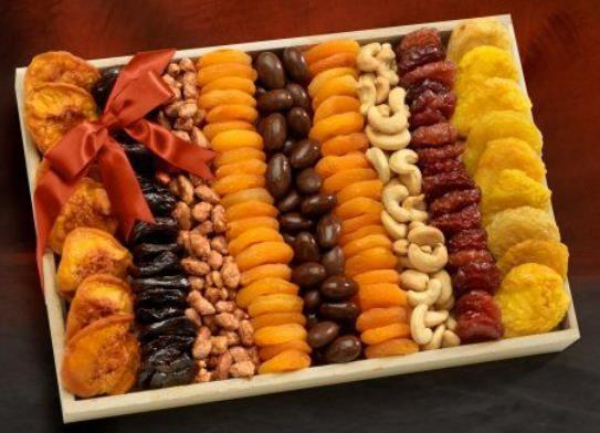 Square tray with Parallel Dry fruits arrangement