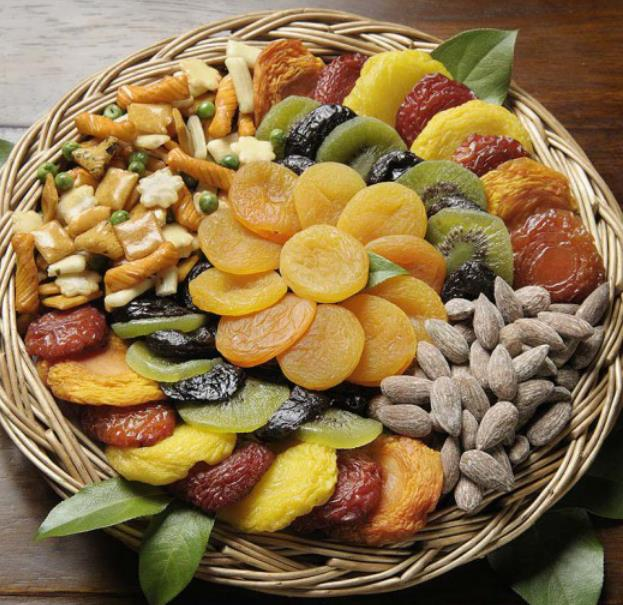 Circle Tray Dry fruit arrangement with flower